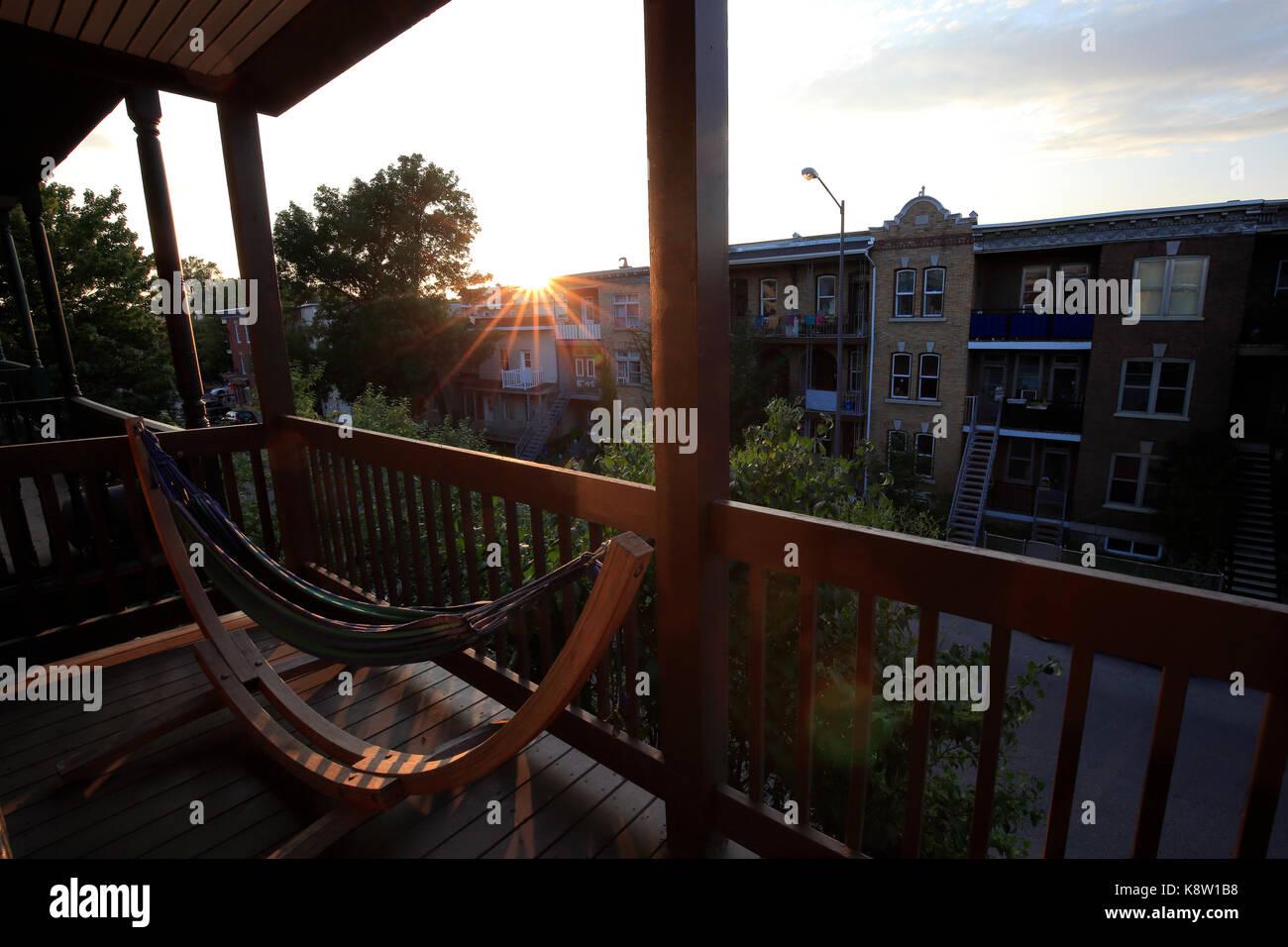 Hangematte Auf Dem Balkon Die Sonne Untergeht Stockfoto Bild