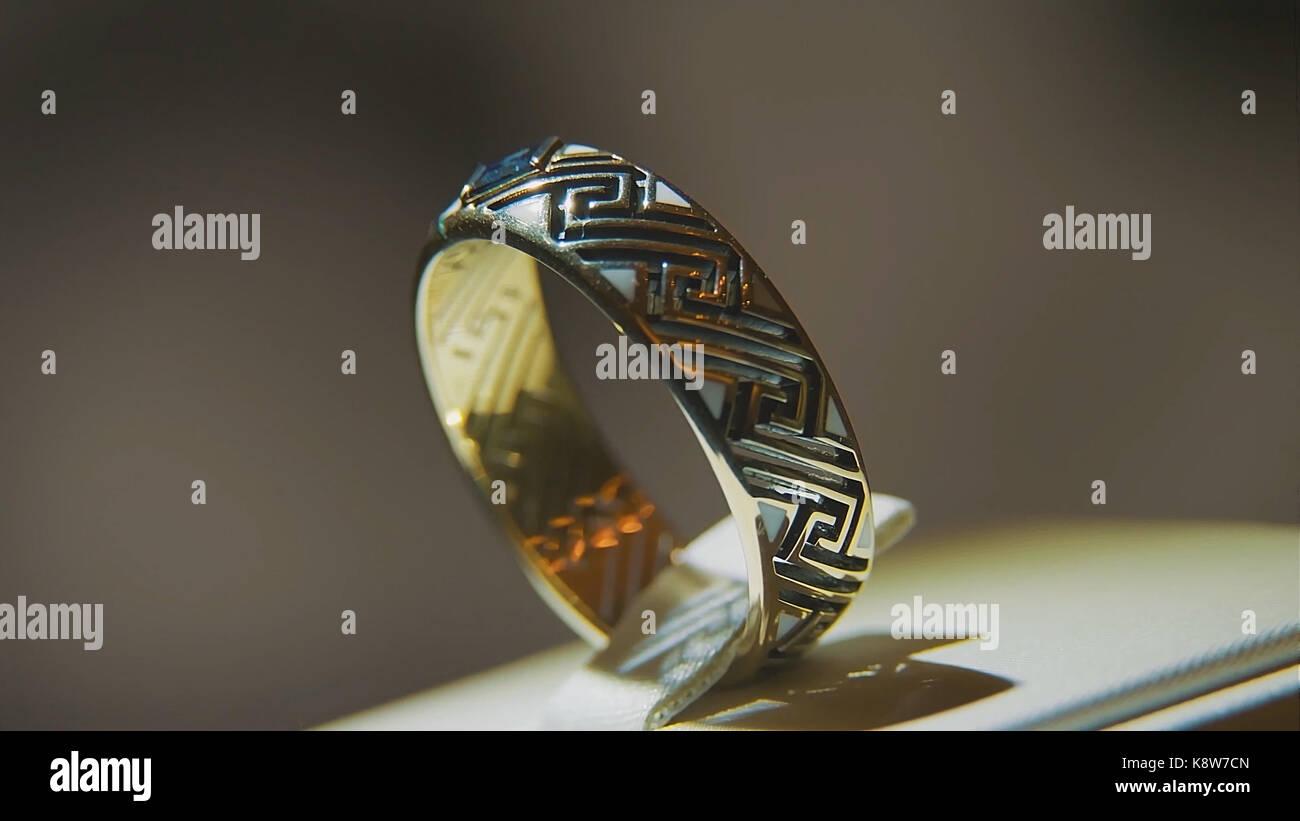 Golden Finger Ring Mit Gelben Edelstein Ring In Gold Mit