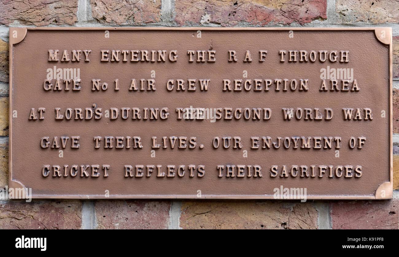 Gedenktafel an den Lords Cricket Ground für raf Air Crew während des zweiten Weltkrieges 2, St Johns Wood, Stockbild