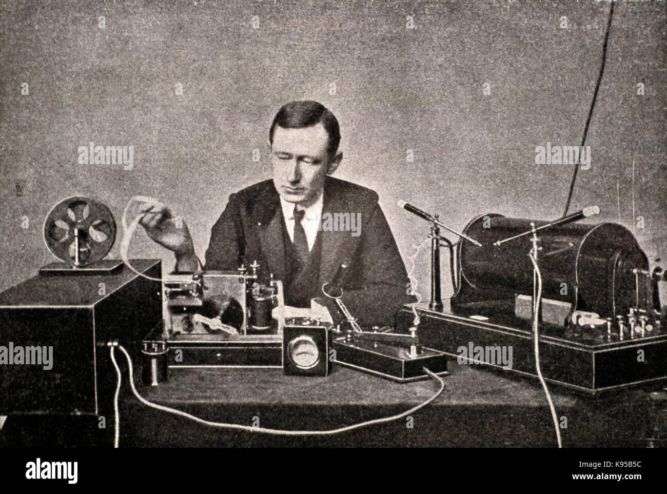 Guglielmo Marconi mit seinen ersten Sender und Empfänger telegrafische Radio Stockbild