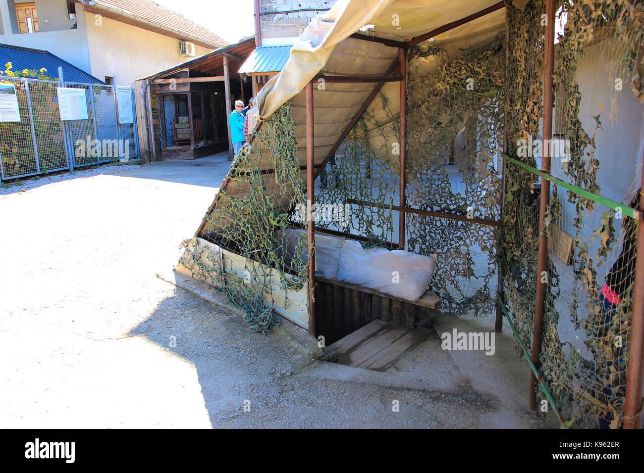 Der Tunnel der Hoffnung. Eine Auswahl von Bildern von Sarajevo. Bosnien und Herzegowina | unter der Start- und Landebahn Stockfoto