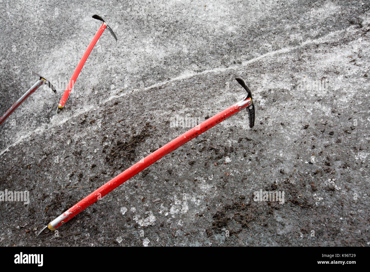 Ice-Achsen werden in Skaftafell Gletscher stecken. Stockbild
