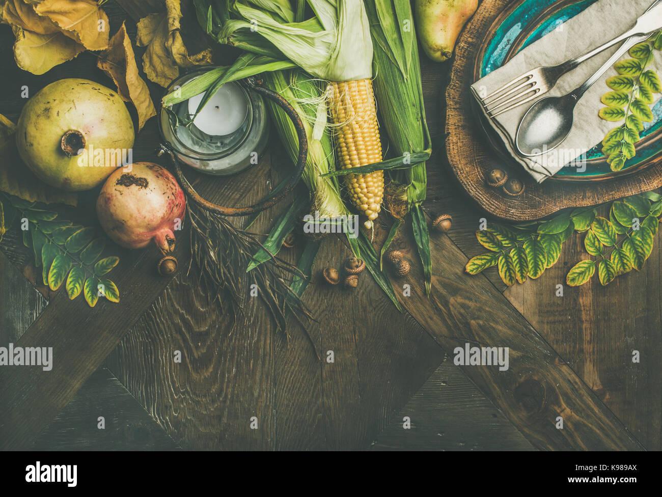 Flachbild-lay Fallen Tabelle Einstellung für Thanksgiving Dinner Stockbild