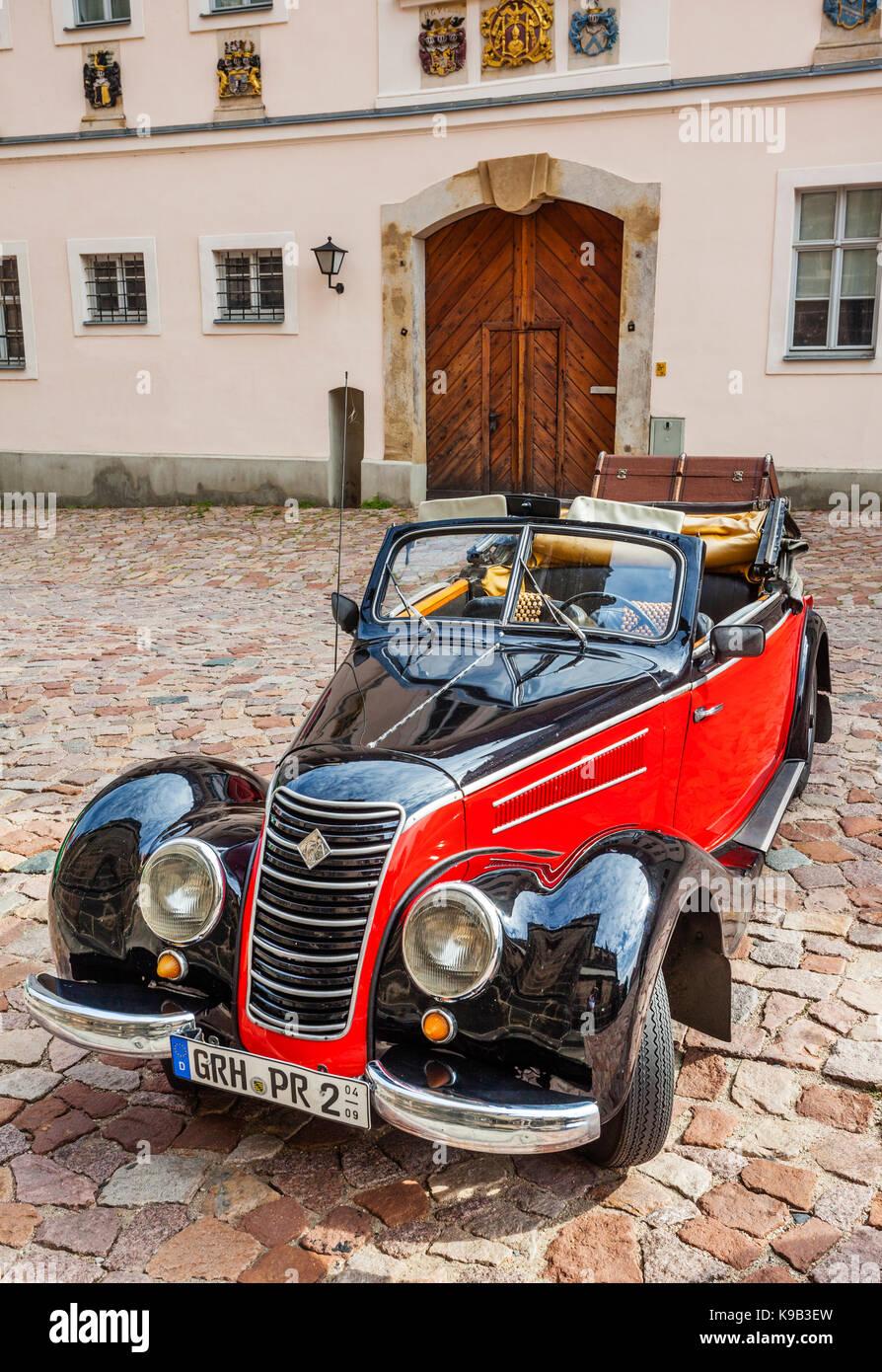 Deutschland, Sachsen, Meißen, IFA cabrio Oldtimer am Cathedral Square, der Albrechtsburg Hill Stockbild