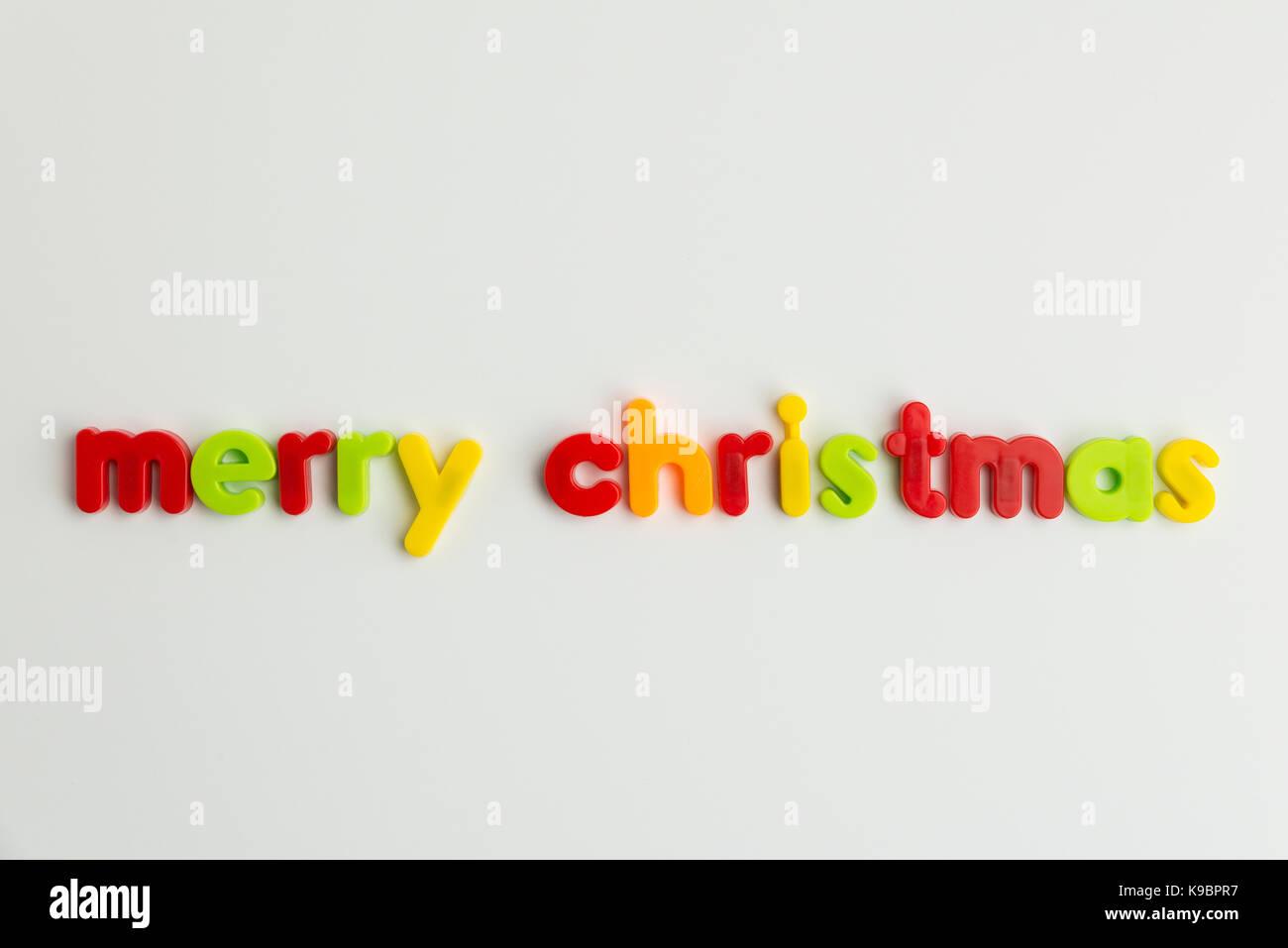 Frohe Weihnachten Wörter im bunten Kinder Buchstaben Stockfoto, Bild ...