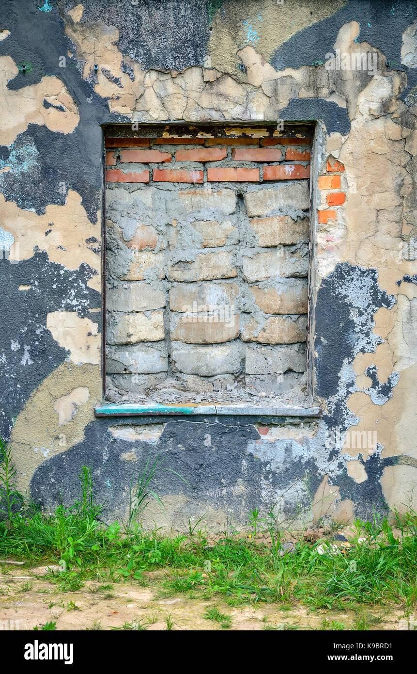 Ummauerten Fenster Und Die Alten Verfallenen Mauer. Stockbild
