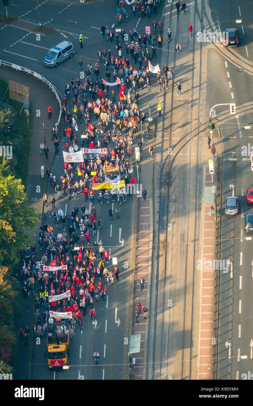Stahlarbeiter Demonstration in Bochum, gegen die Fusion von ThyssenKrupp Steel und TATA aus Indien, große Demonstration Stockbild