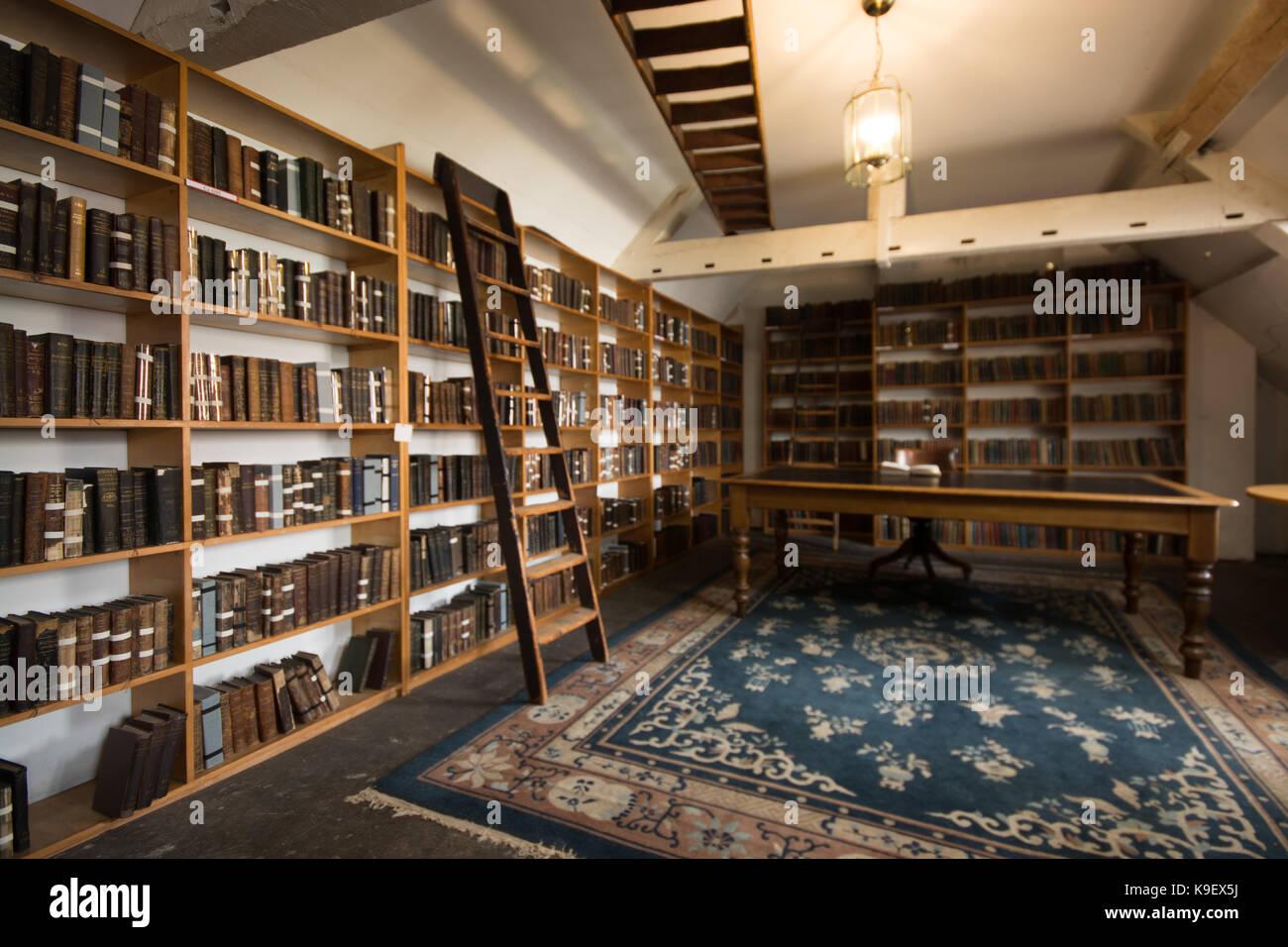 Zimmer in bromley Haus Bibliothek Nottingham mit Bücher und Tabelle ...