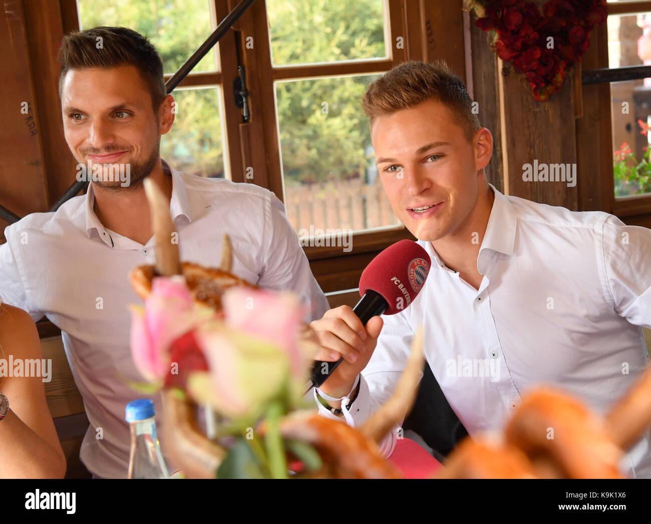 Muenchen, Deutschland. 23 Sep, 2017. v. li: Sven Ulreich, das 1:0 ...