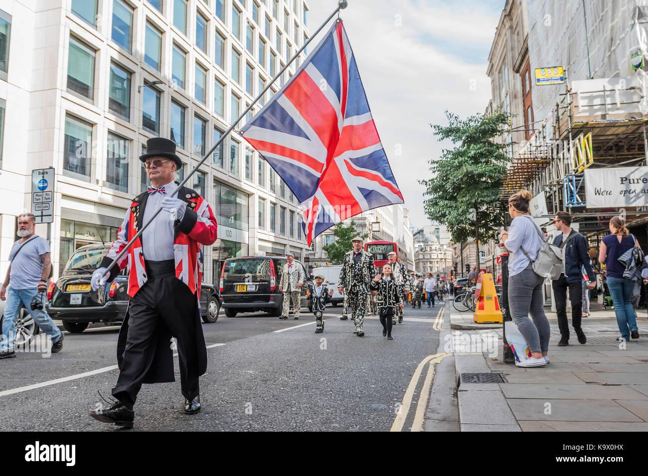 London, Großbritannien. 24. September, 2017. Marsch auf die St. Mary Le Bow Kirche - das jährliche Erntedankfest Stockfoto