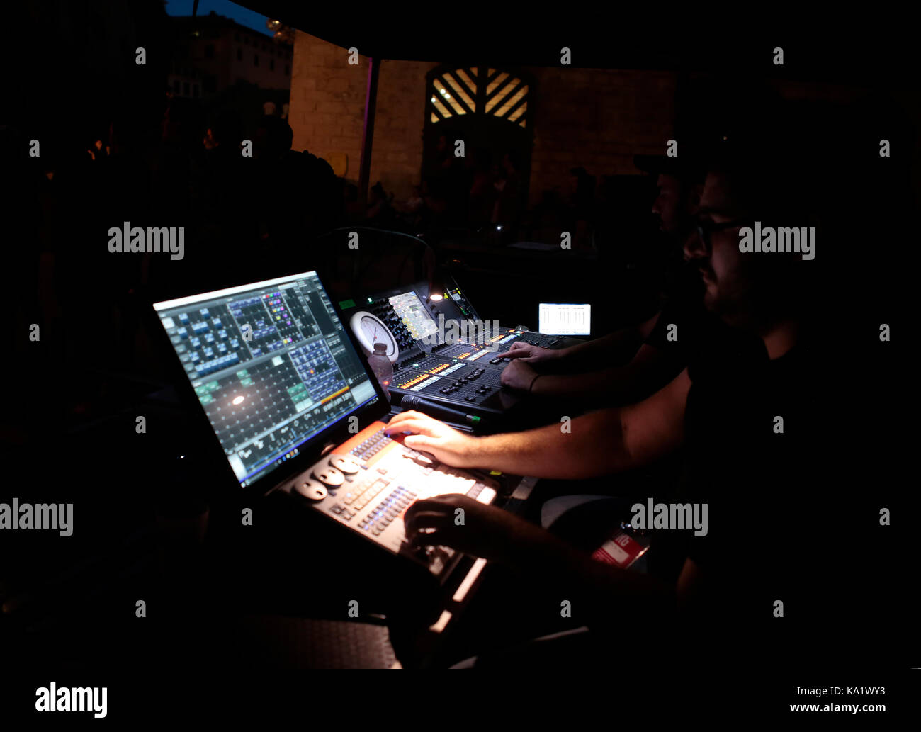 Tontechniker während zeigen Stockbild