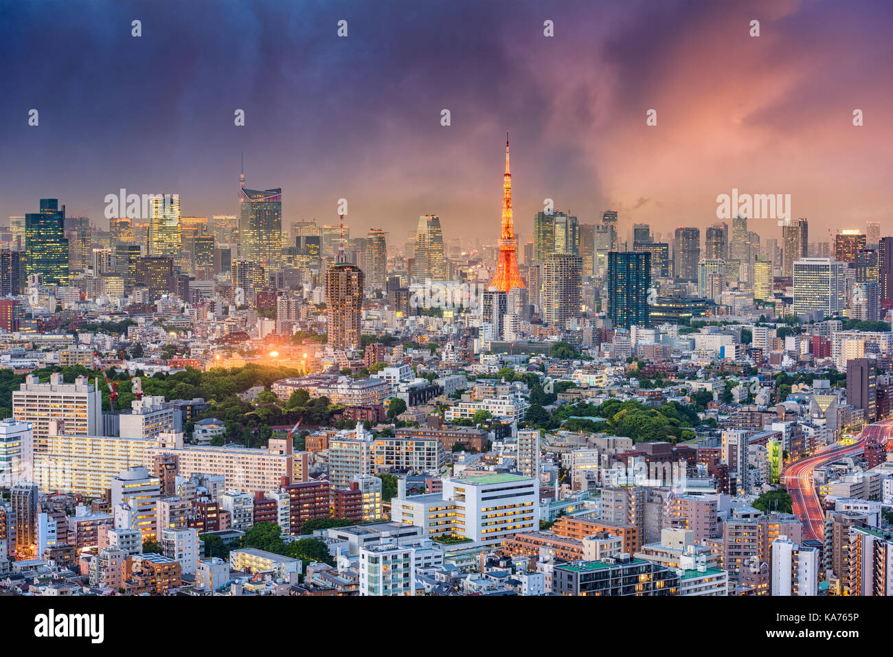 Tokio, Japan Stadtbild in der Abenddämmerung. Stockbild