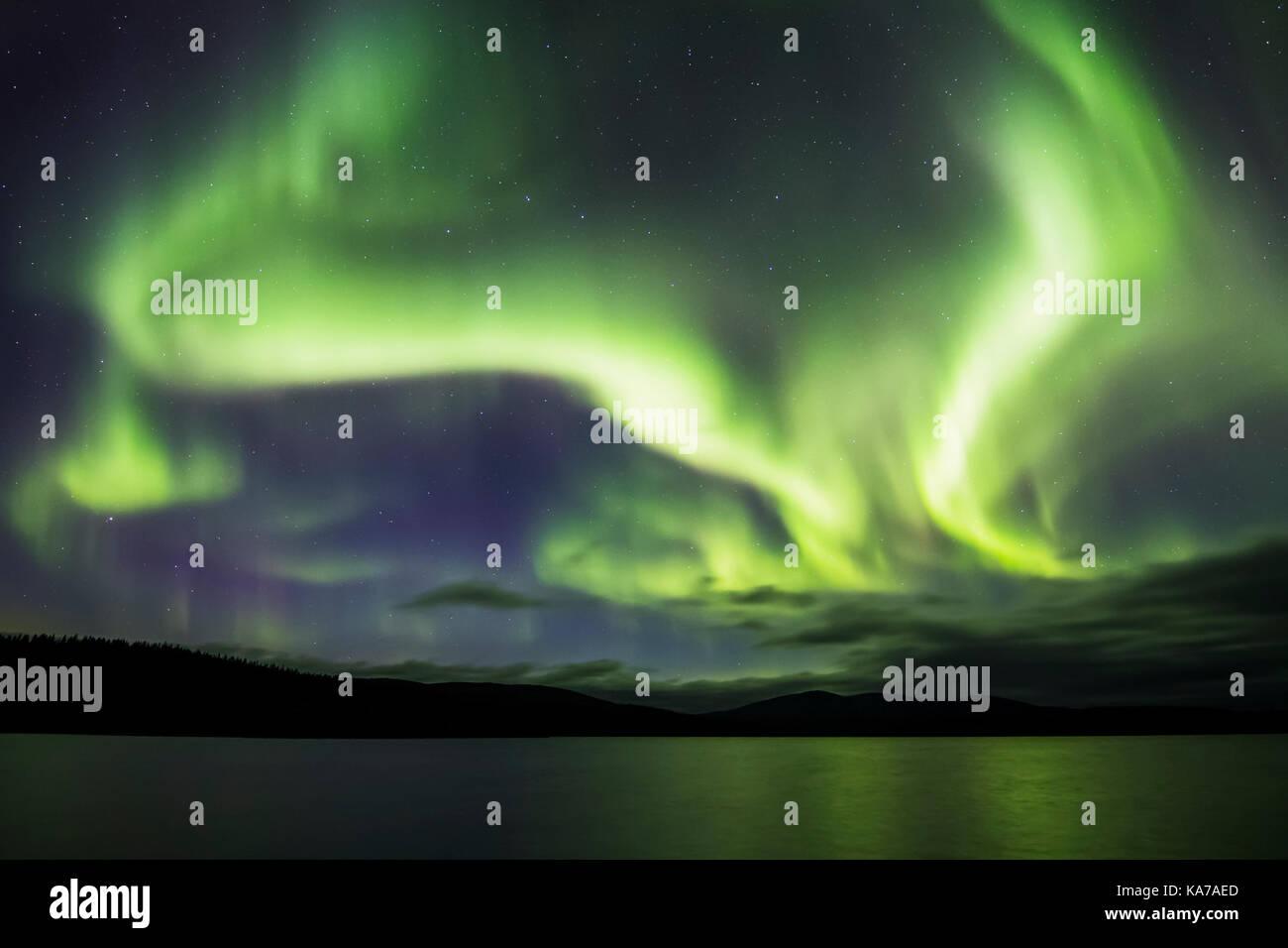 Nordlicht über den See Luirojärvi Stockbild