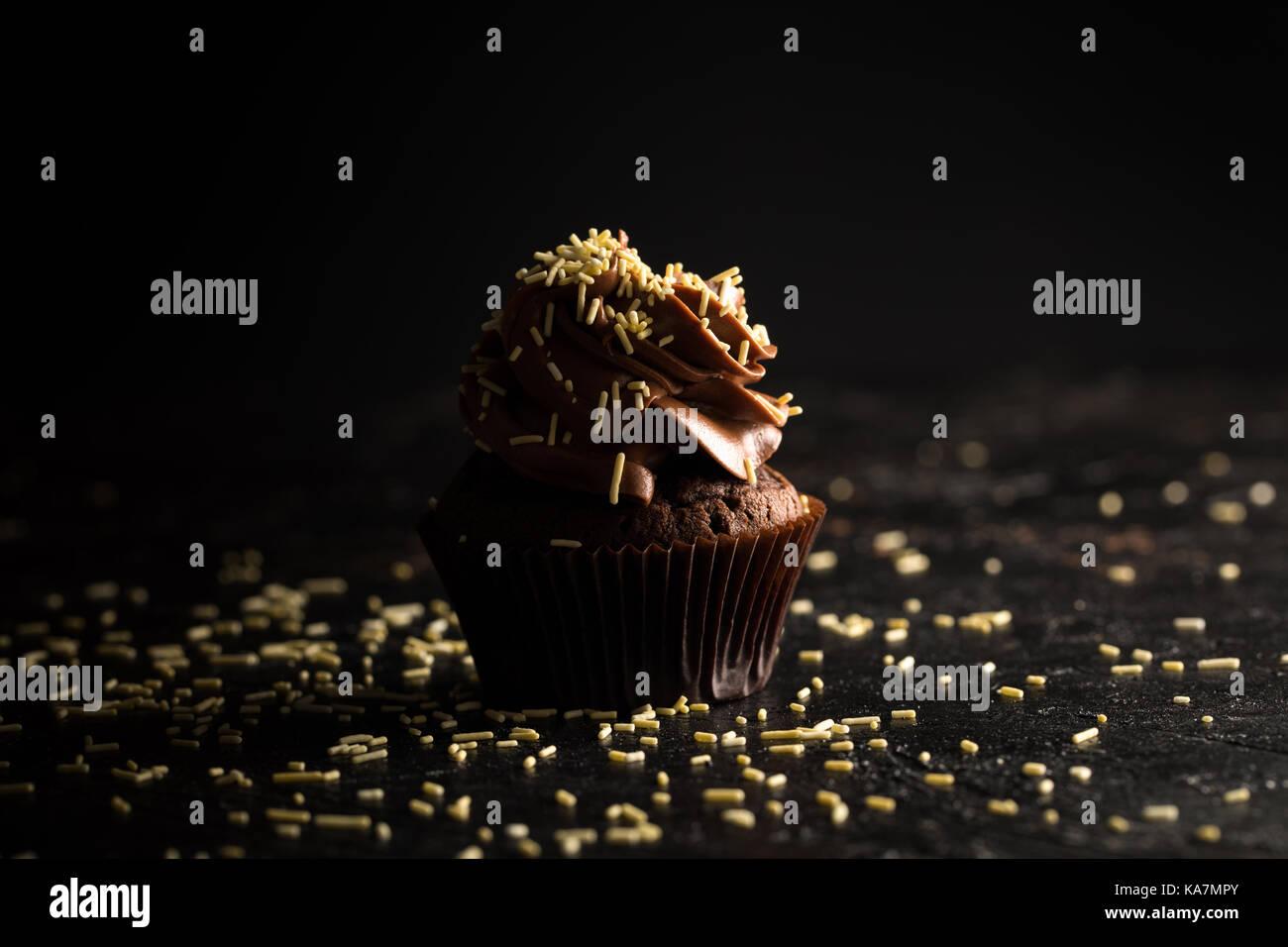 Schokolade Kuchen mit Streuseln Stockbild