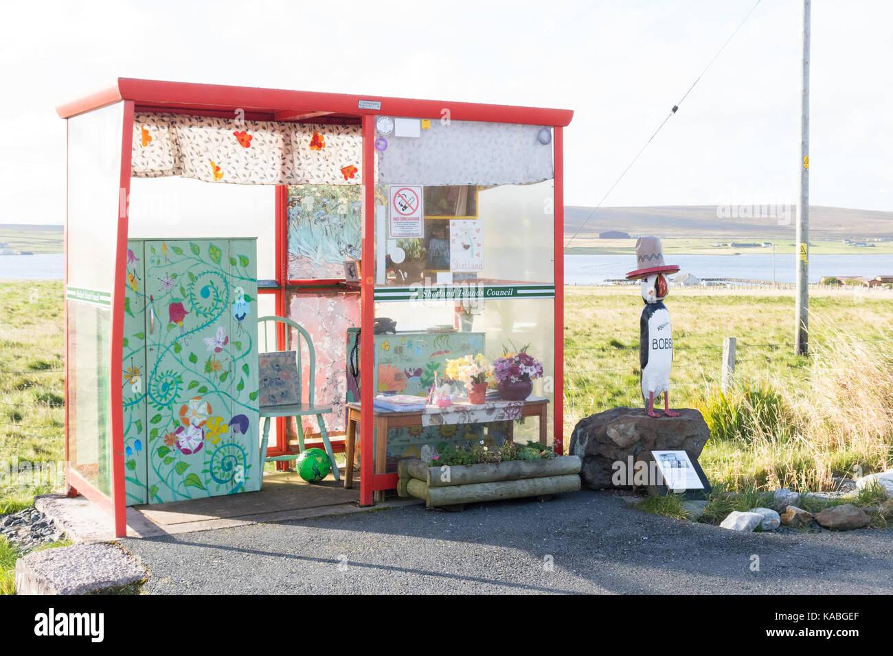 Von Bobby Bushaltestelle - eine ungewöhnliche Sehenswürdigkeit in Unst, Shetlandinseln, Schottland, Großbritannien Stockbild