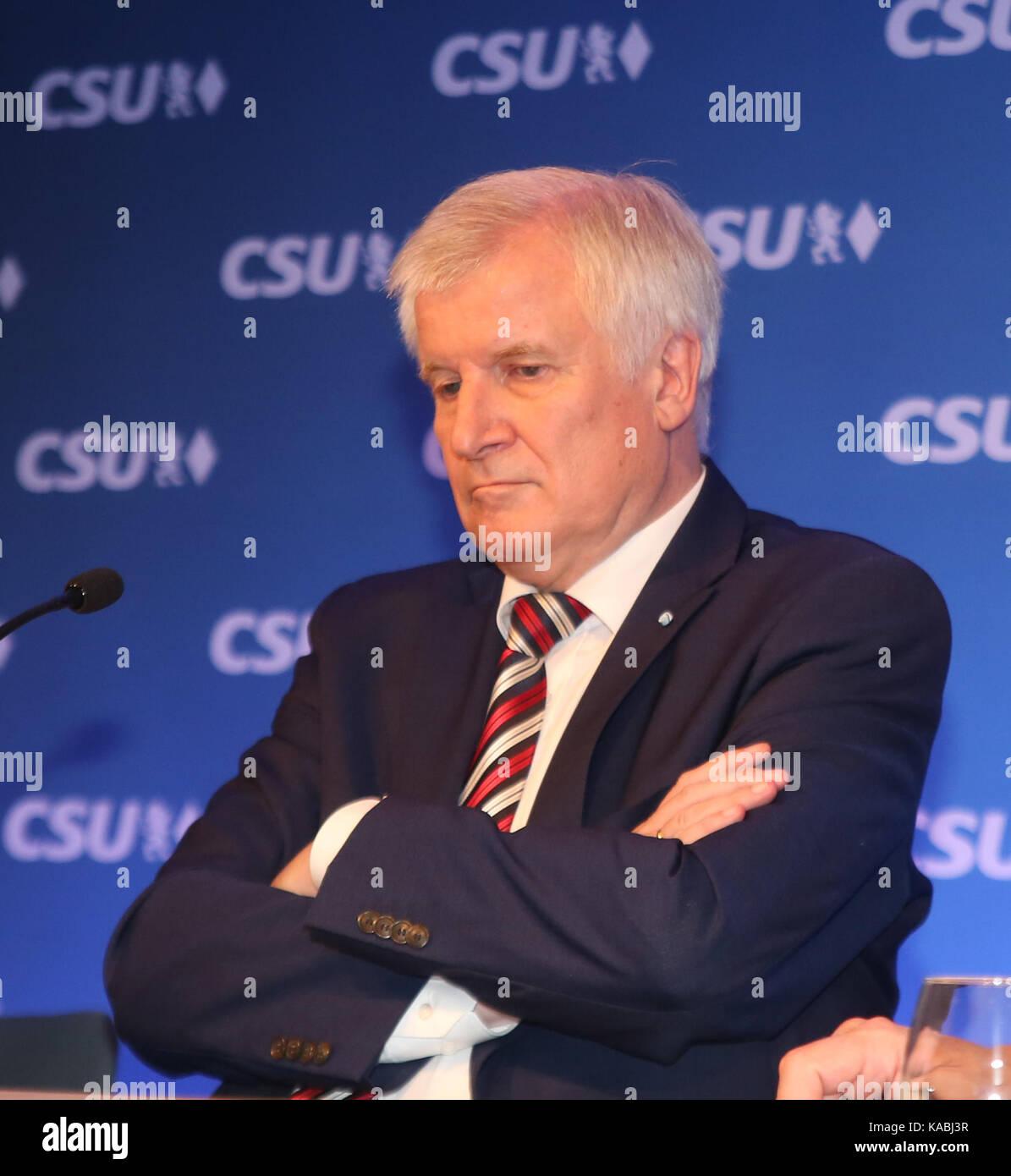 München, Deutschland. 25 Sep, 2017. Horst Seehofer nach langer Diskussion in der Partei Caucus Bayerns Ministerpräsident Stockfoto