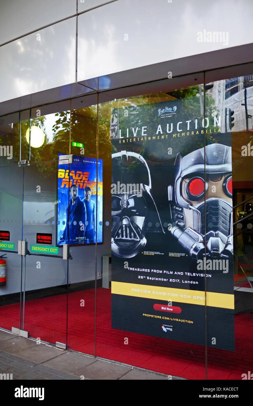Ausstellung im Vorfeld der Live Auktion am BFI IMAX am 26. September 2017 von TV- und Erinnerungsstücke aus Stockbild
