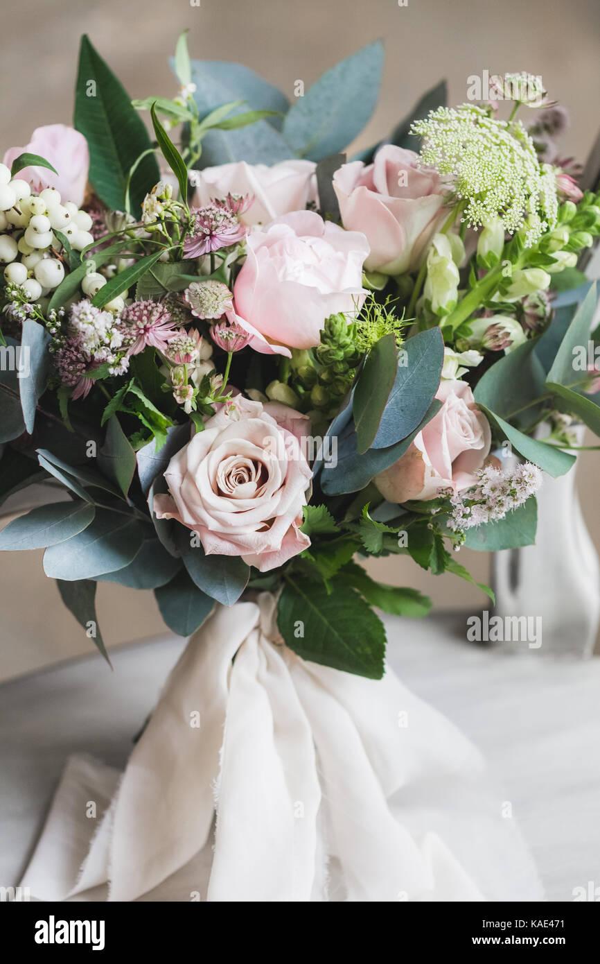 Schone Hochzeit Blumenstrauss Mit Rosen Und Pfingstrosen Closeup