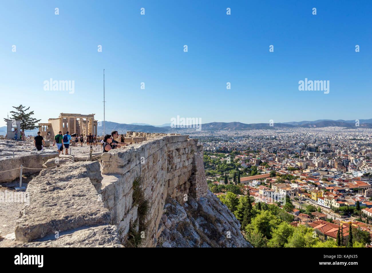 Blick über die Stadt von den Wänden der Akropolis, Athen, Griechenland Stockbild