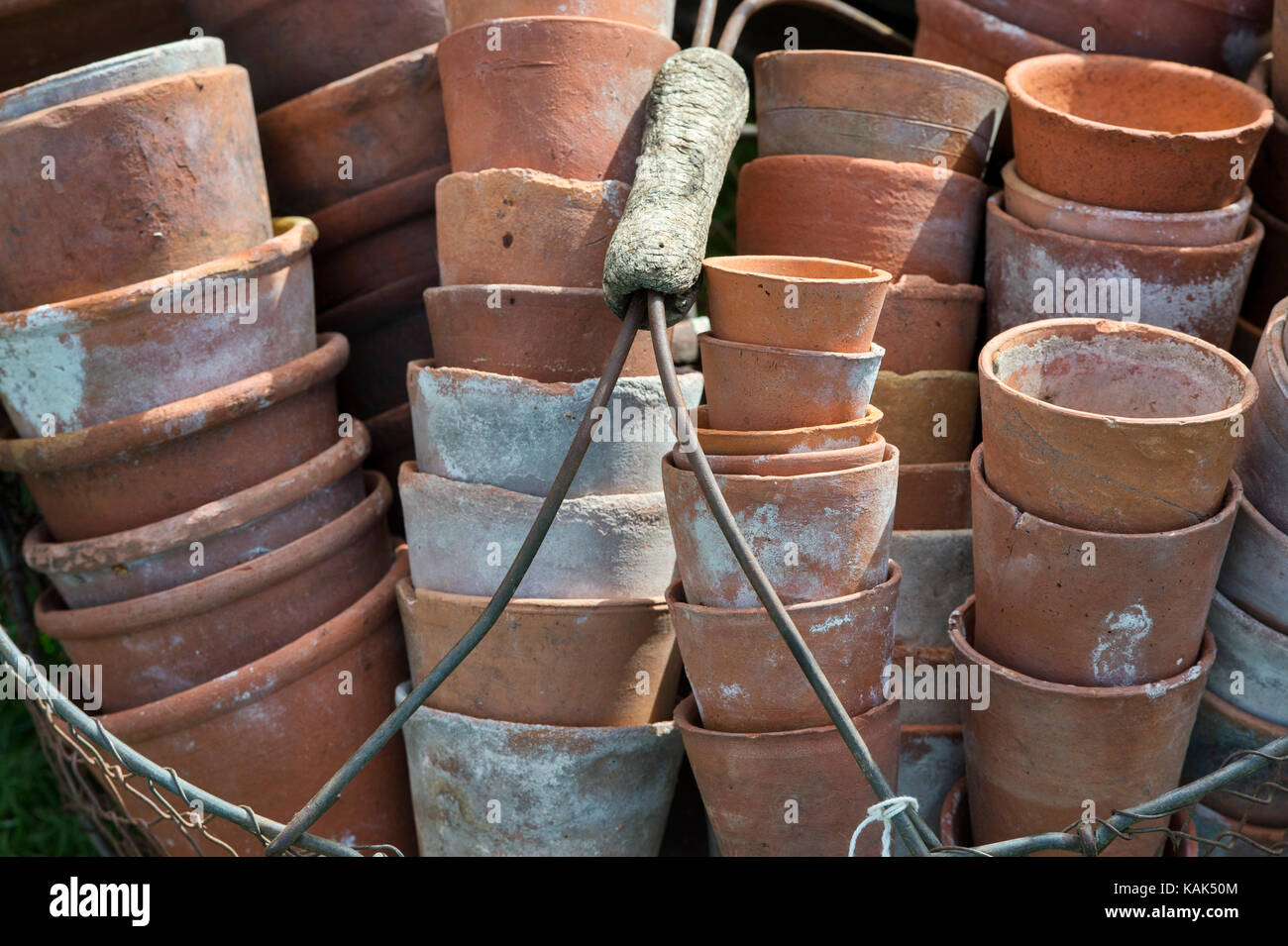 Collection Old Terracotta Flower Pots Stockfotos & Collection Old ...