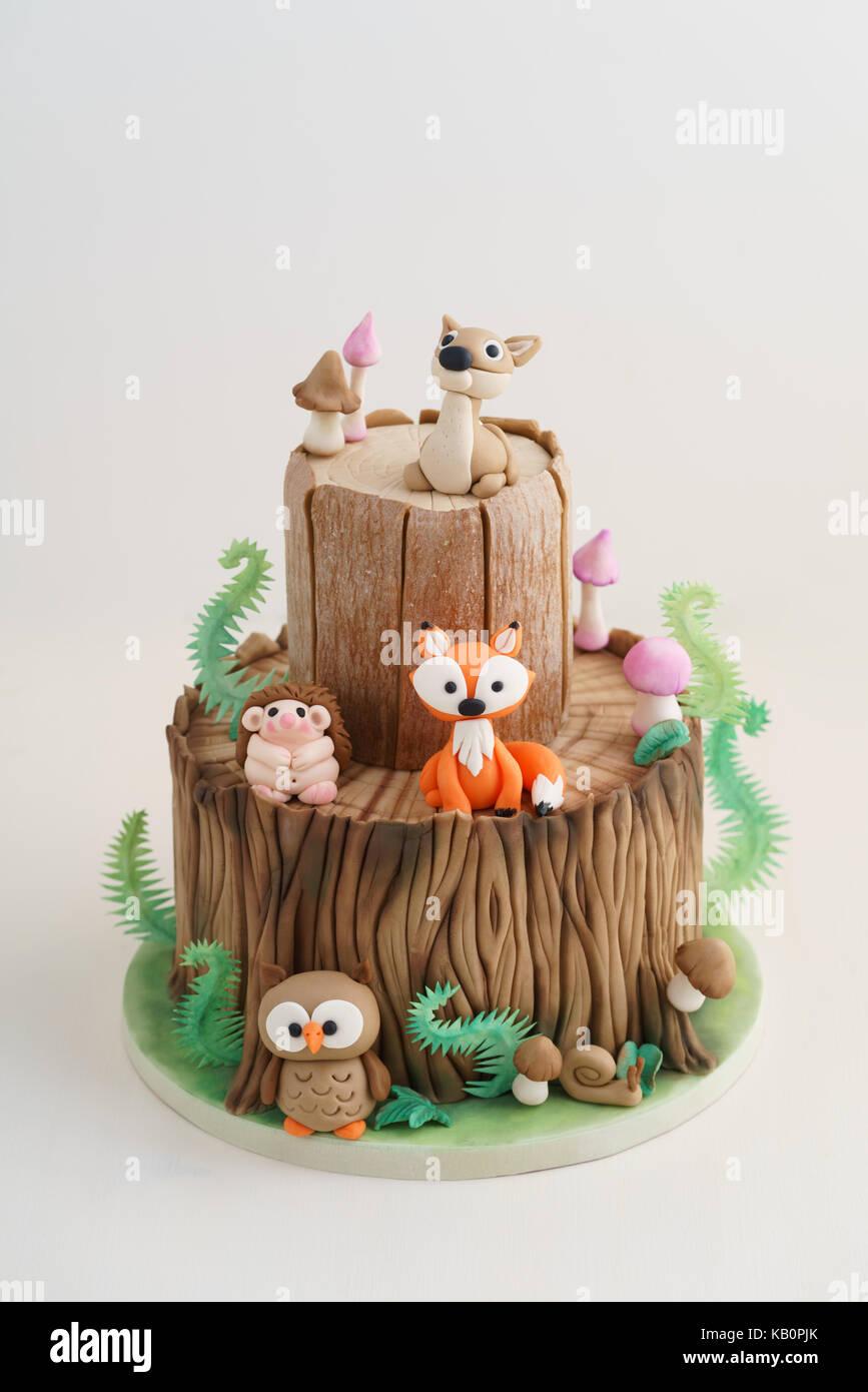 Verzauberten Wald Wald Themed Fondant Kuchen Mit Einem Igel Rehe