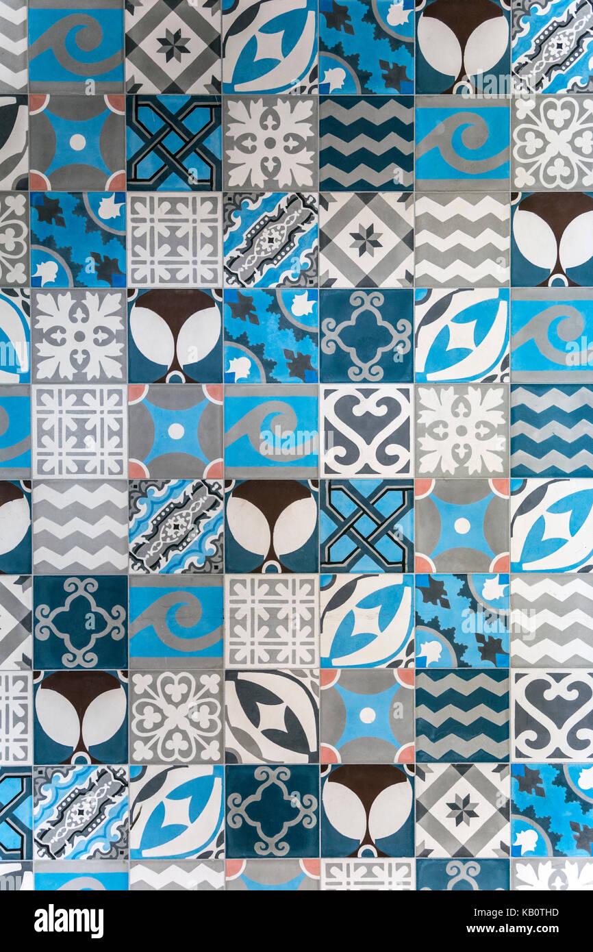 blau wei gemusterte fliesen stockfotos blau wei. Black Bedroom Furniture Sets. Home Design Ideas