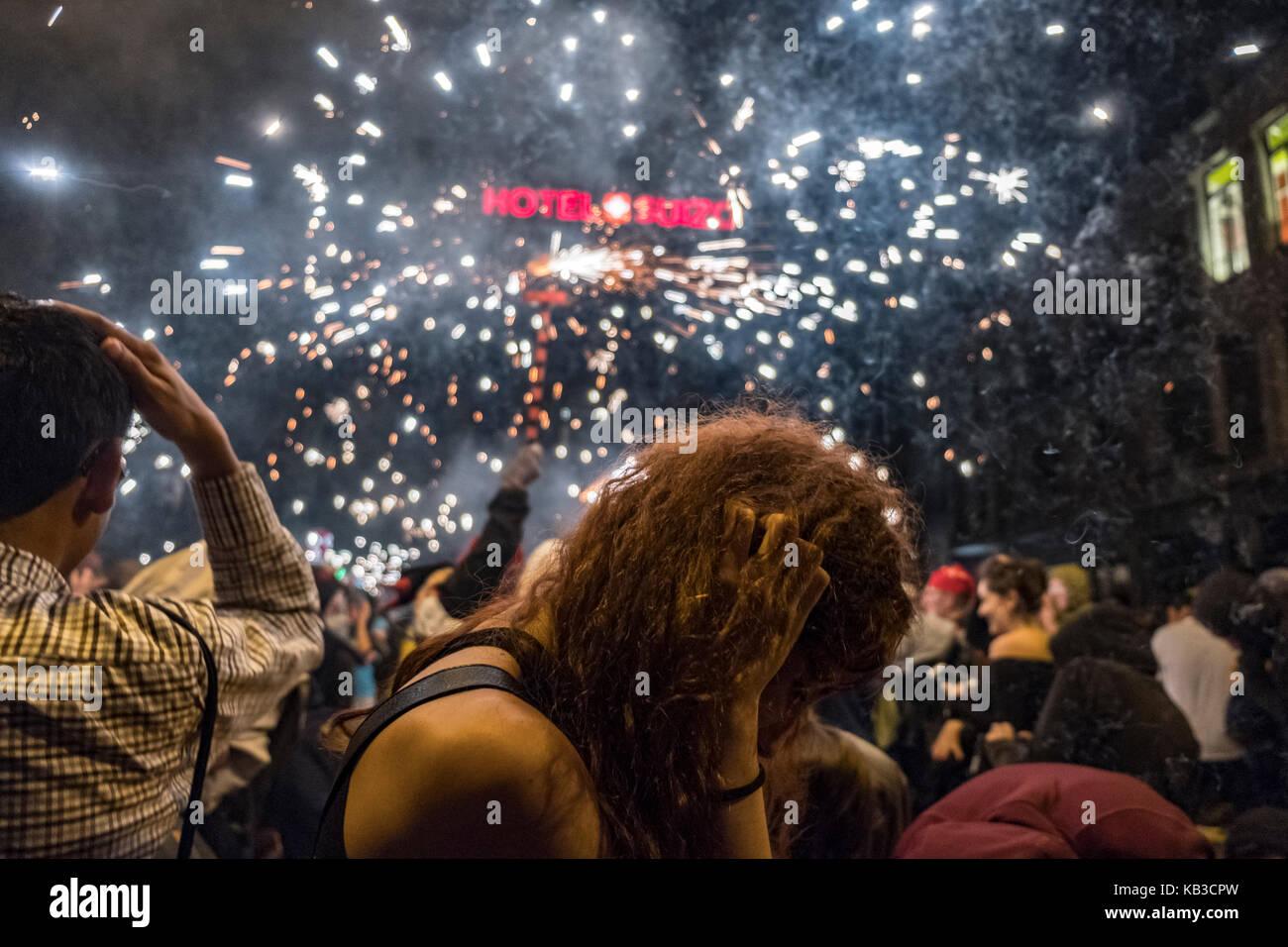 Correfocs gehören zu den auffälligsten Merkmale in der katalanischen Festivals präsentieren. in der Stockbild