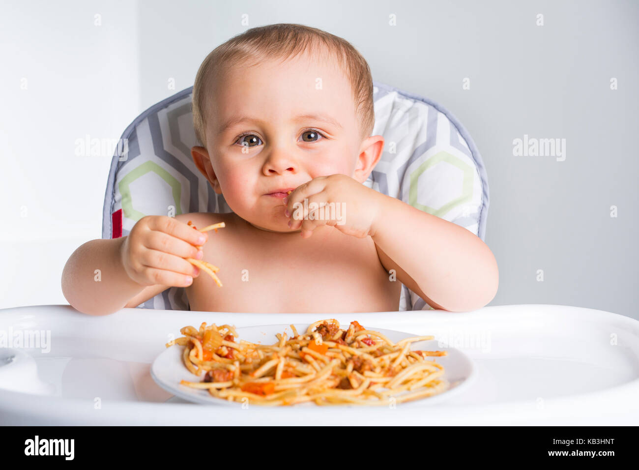 baby essen ihr abendessen und ein chaos stockfoto bild 161734324 alamy. Black Bedroom Furniture Sets. Home Design Ideas