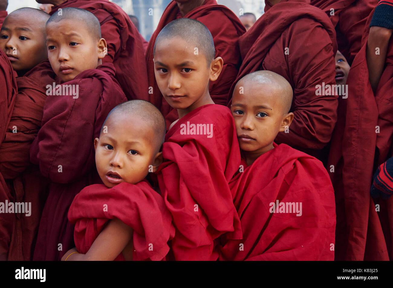 Mönche im Full Moon Festival, Bagan, Myanmar, Asien, Stockbild