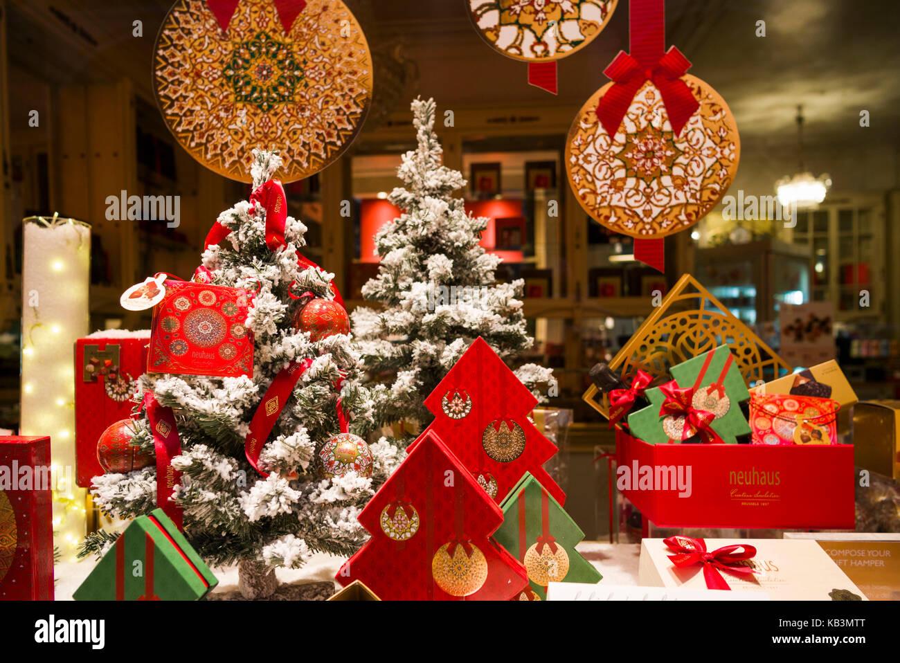 Weihnachtsanzeige Stockfotos & Weihnachtsanzeige Bilder - Alamy