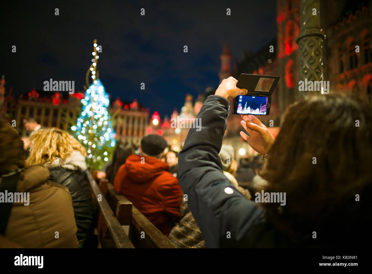 Belgien, Brüssel, Grand Place, abendlichen Beleuchtung zu Weihnachten Stockbild