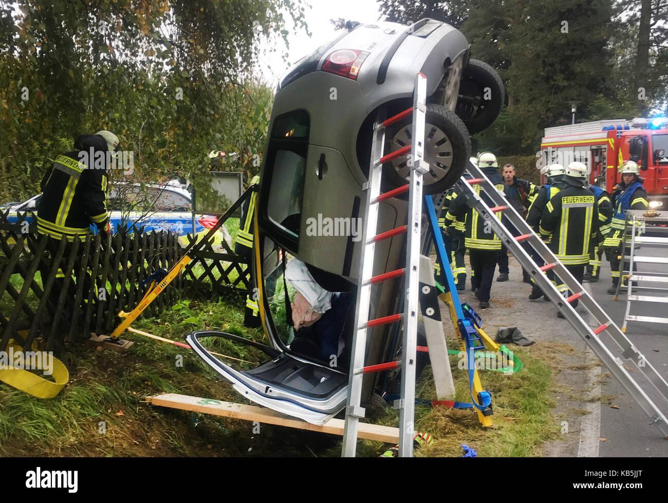 Lage, Deutschland. 27 Sep, 2017. - Arbeitsblatt A Auto bleibt Kopf ...