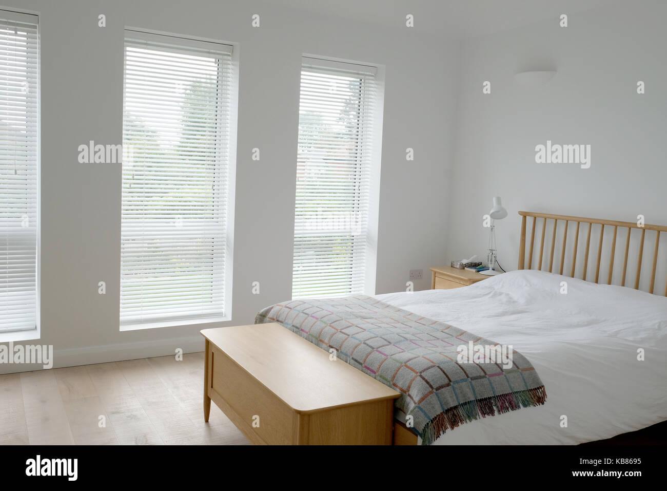Skandinavisch inspirierten Schlafzimmer Innenraum mit Holz ...