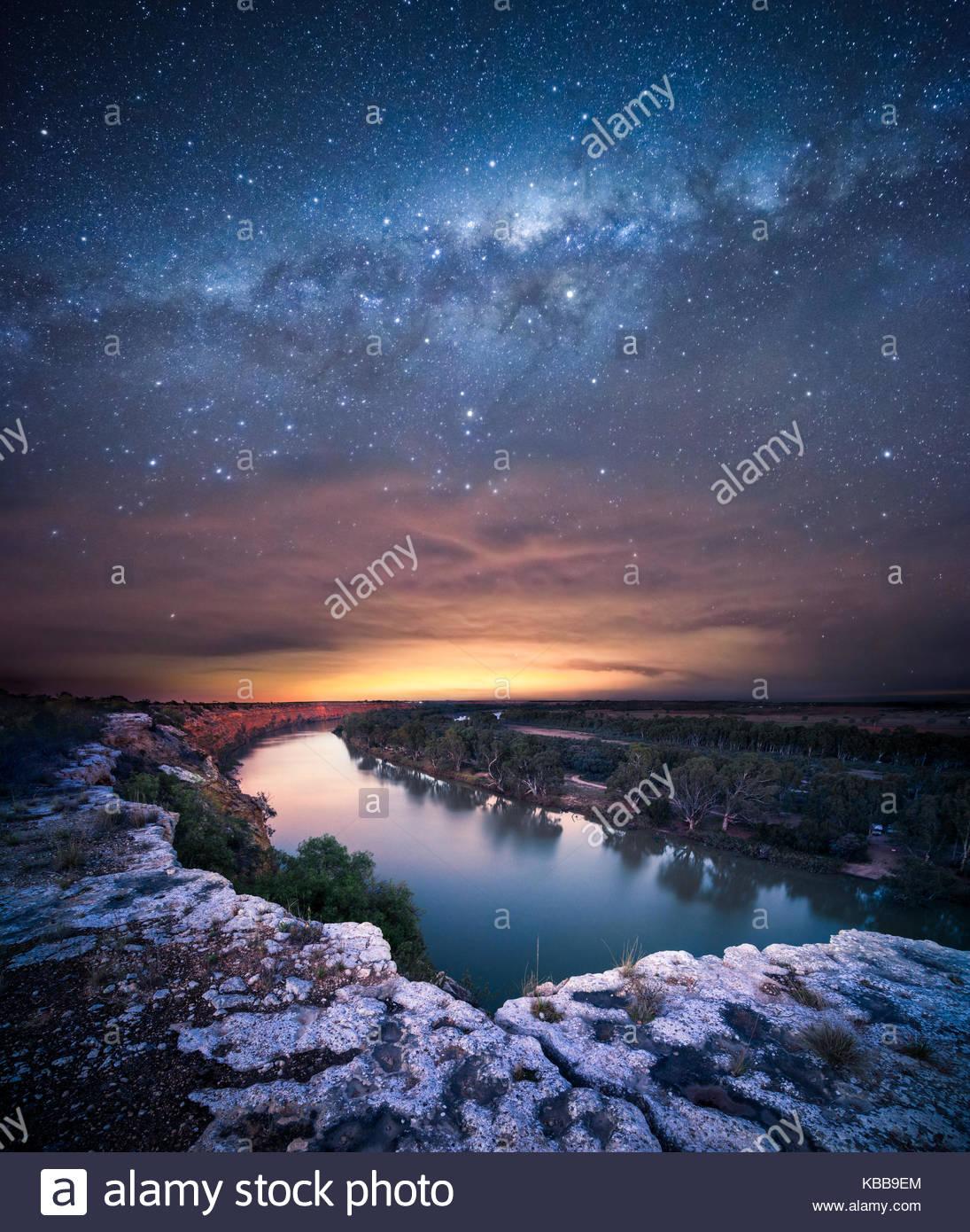 Milchstraße über den Murray River Stockbild