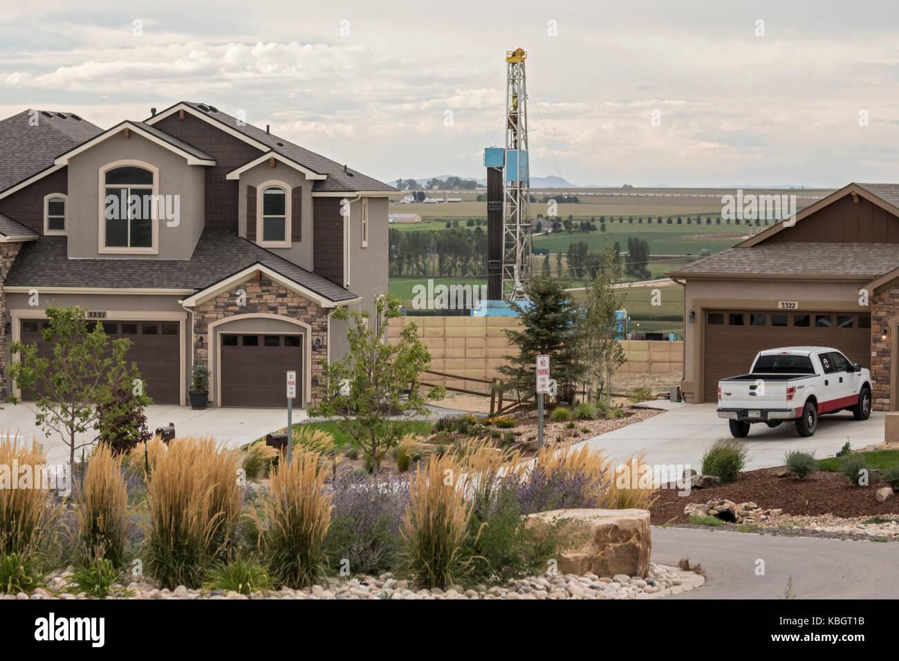 Nice Berthoud, Colorado   Ein Fracking Rig In Der Nähe Von Neuen Häusern An Der  Ecke Von Ruhe Und Gelassenheit Ridge Parkway In Weld County.