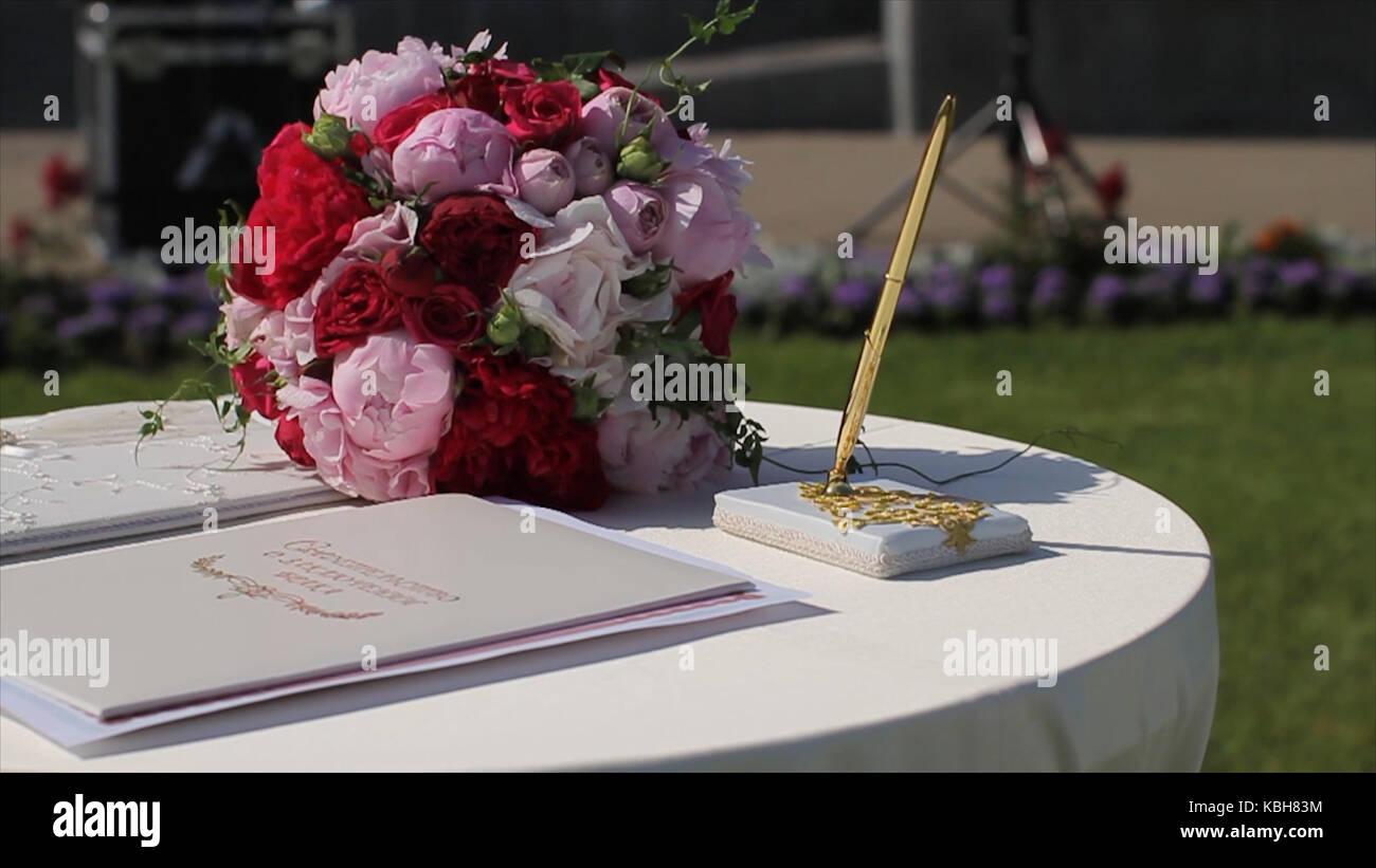 Die Dekoration Der Hochzeit Bogen Mit Registrierung Tabelle Fur