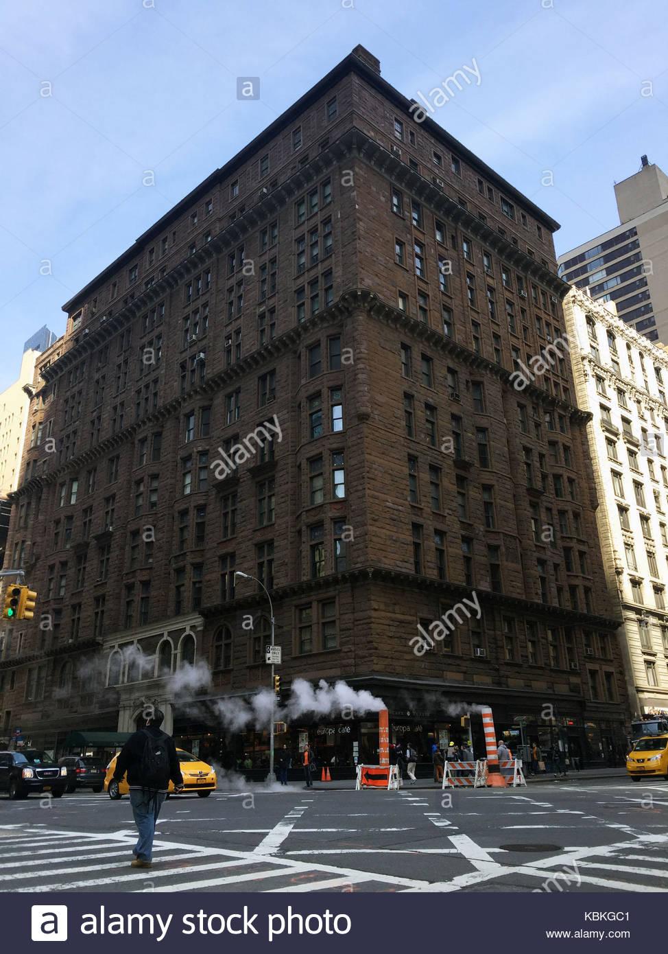 Die OSBORNE: 205 West 57th Street, New York City, USA. Jessica ...