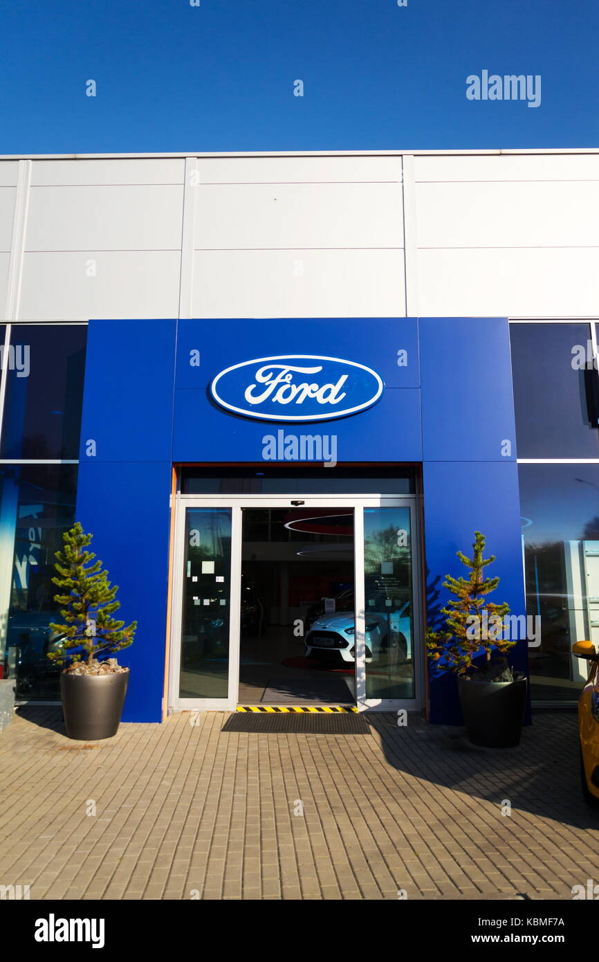 Prag, tschechische Republik - 29 September: Ford Motor Company Logo auf der Händlerniederlassung Gebäude Stockbild