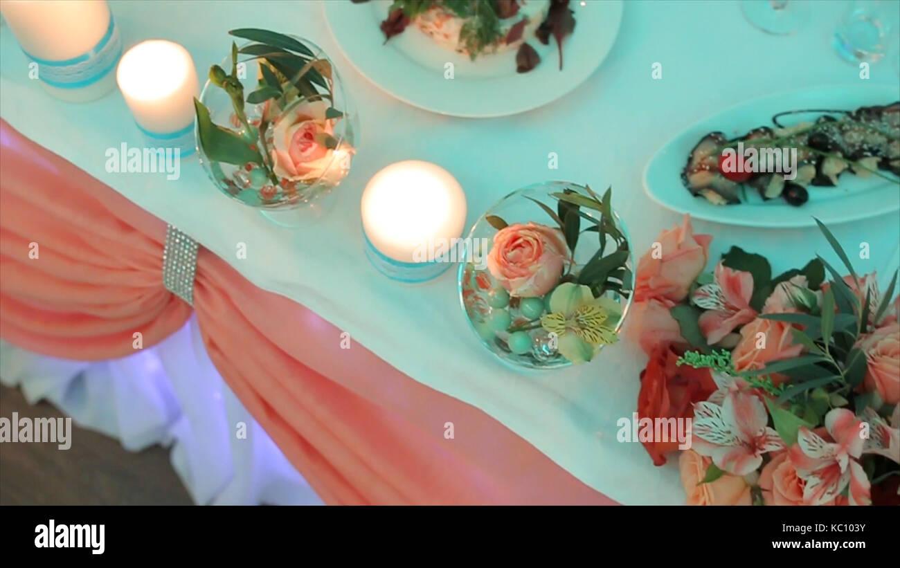 Dekoration Der Hochzeitstafel Mit Blumen Hochzeit Blumen Auf Dem
