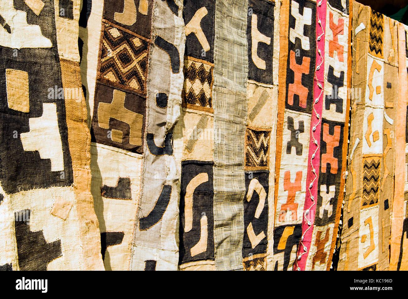 Kuba Tuch aus Mali auf Verkauf in den Arkaden Sonntag Handwerkermarkt, Lusaka Stockbild