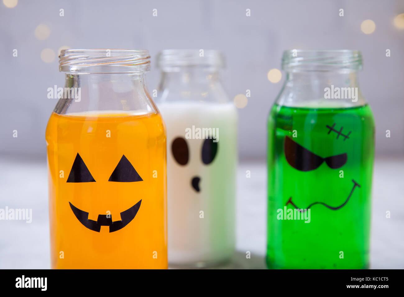 Food Coloring Bottle Stockfotos & Food Coloring Bottle Bilder ...