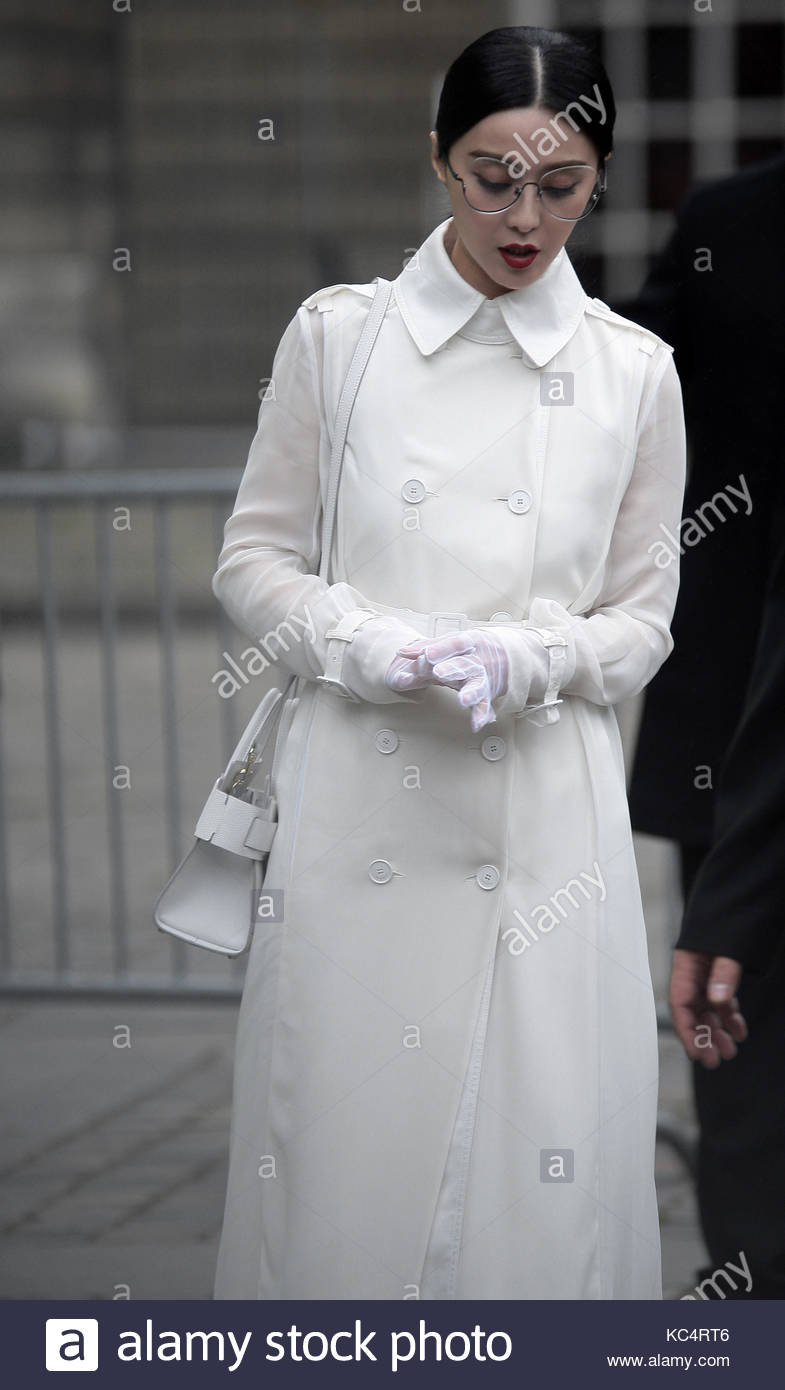 Gloves Actress Stockfotos & Gloves Actress Bilder - Seite 2 - Alamy
