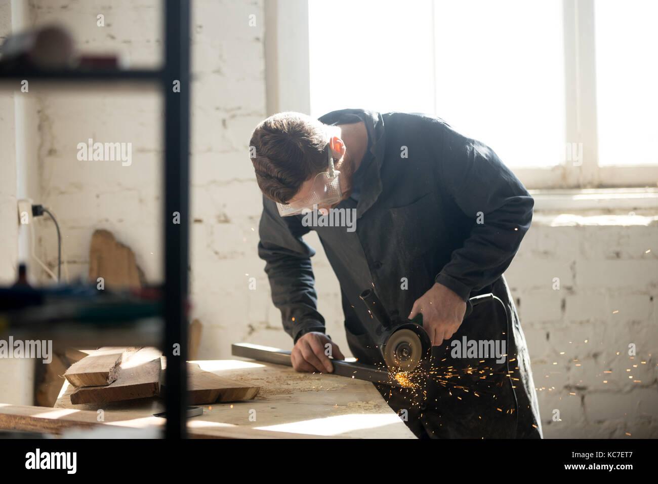 Handwerker macht eigene Erfolgreiche kleine Unternehmen Stockbild