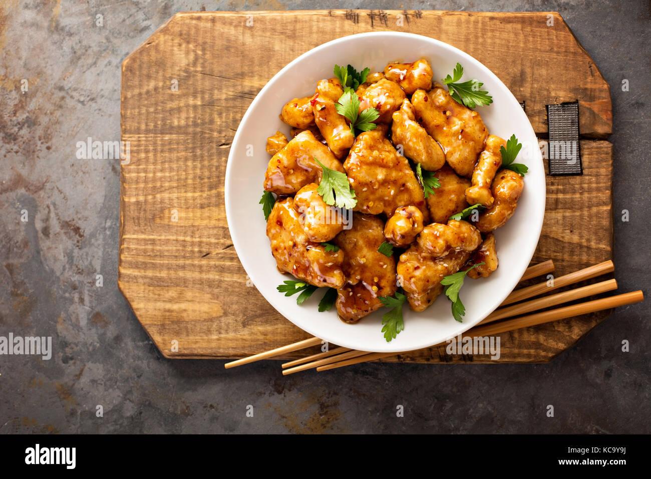 Würzig süß und sauer Huhn mit Reis und Kohl Stockbild