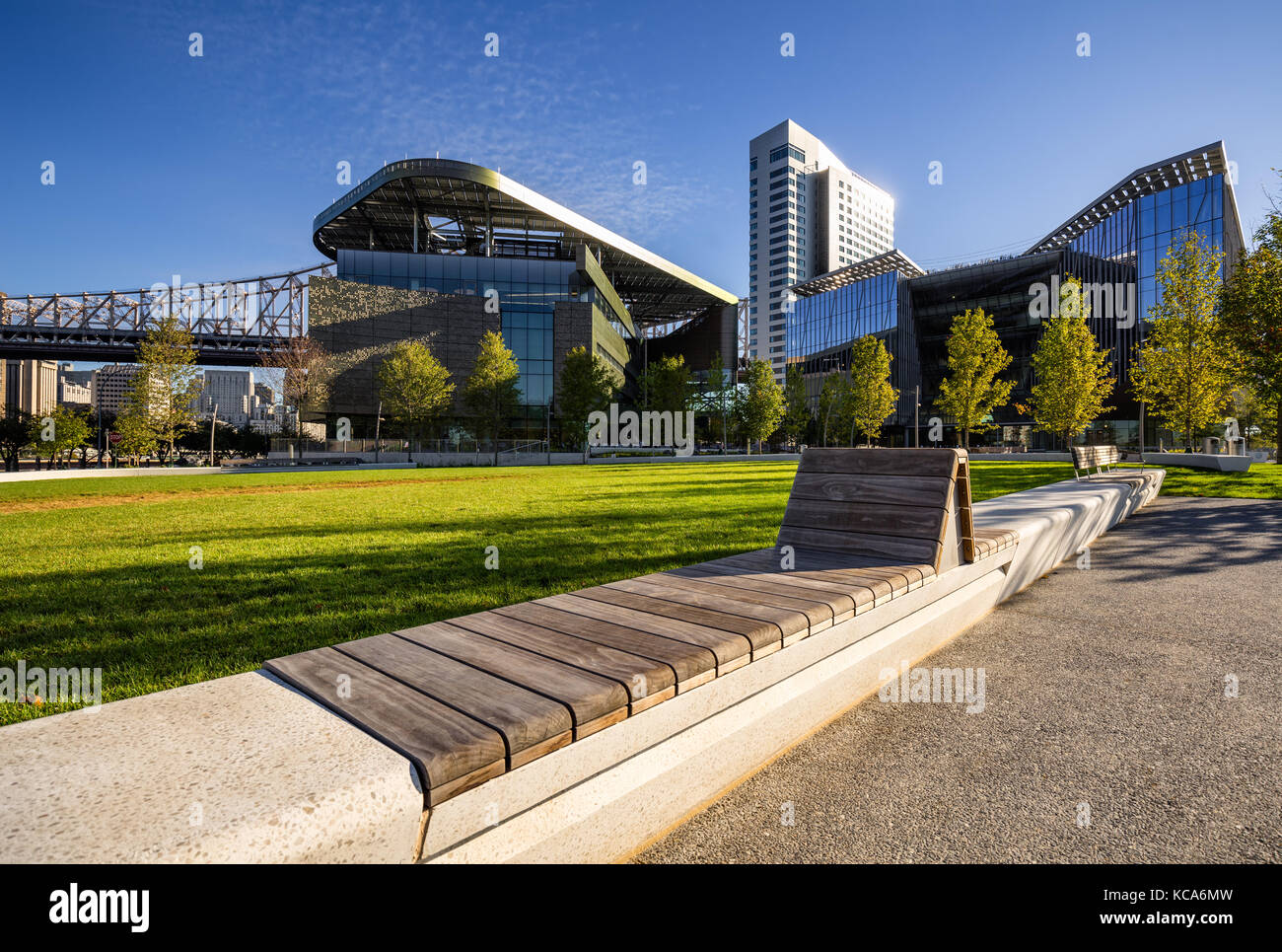 Sommer Blick der Cornell Tech Campus auf Roosevelt Island. New York City Stockbild
