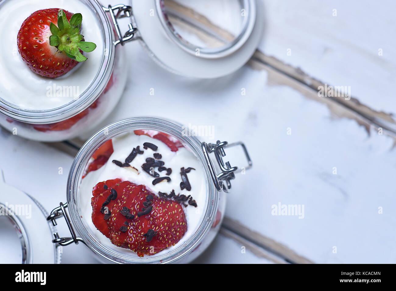 Strawberry Dessert auf den Tisch Stockbild