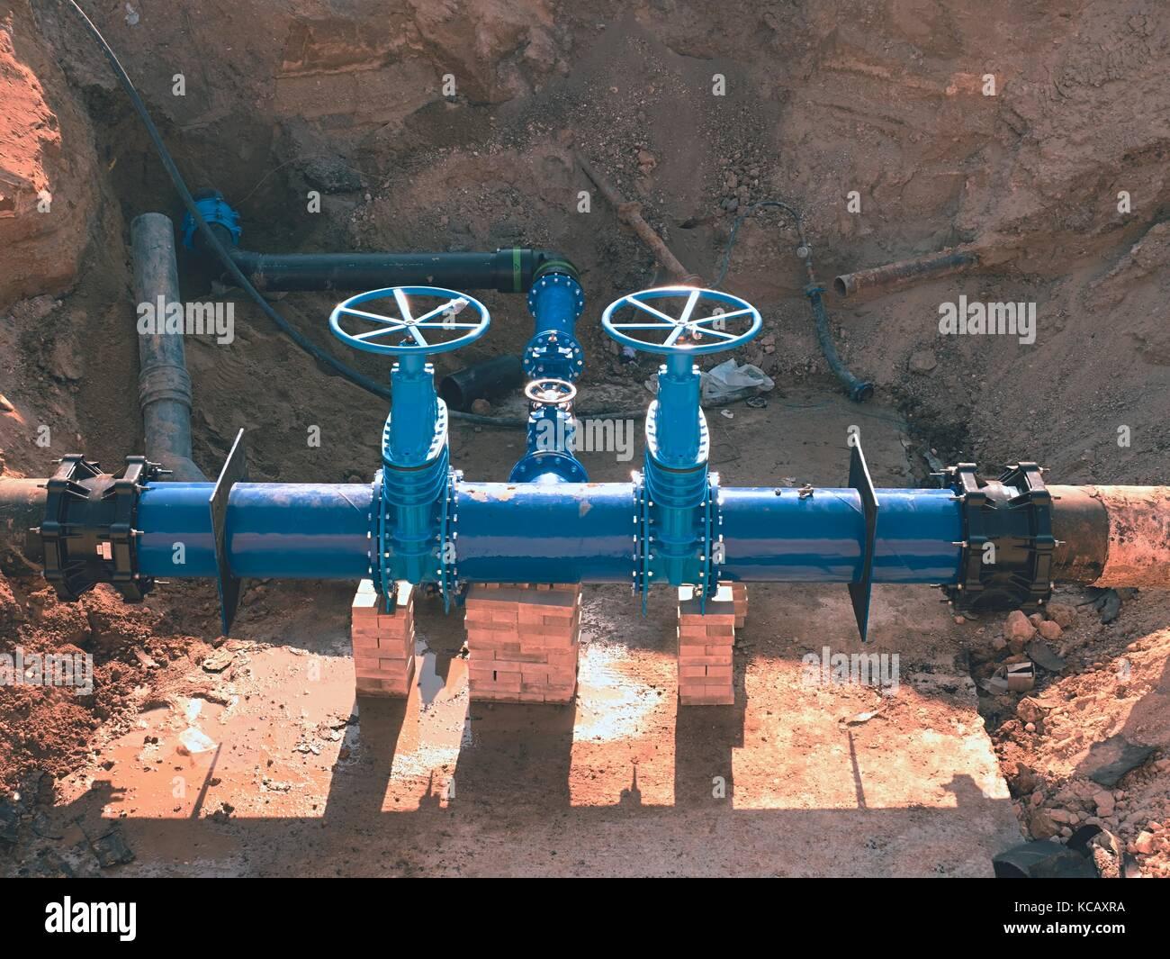 Bau der Wasserversorgung der Stadt Pipeline. 500 mm große ...