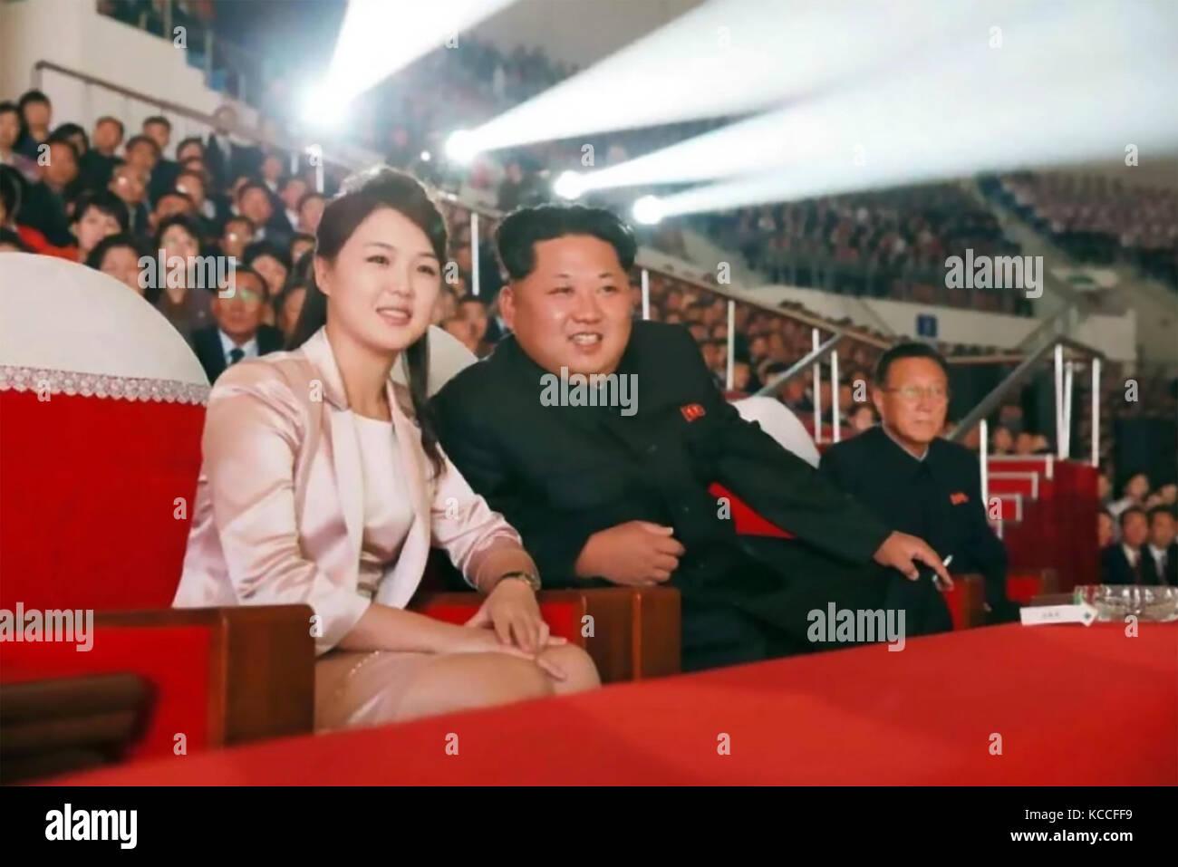 KIM JONG-UN-Führer von Nordkorea mit seiner Frau Ri Sol-ju in einem offiziellen Foto 2017 ausgestellt von Kcna Stockbild