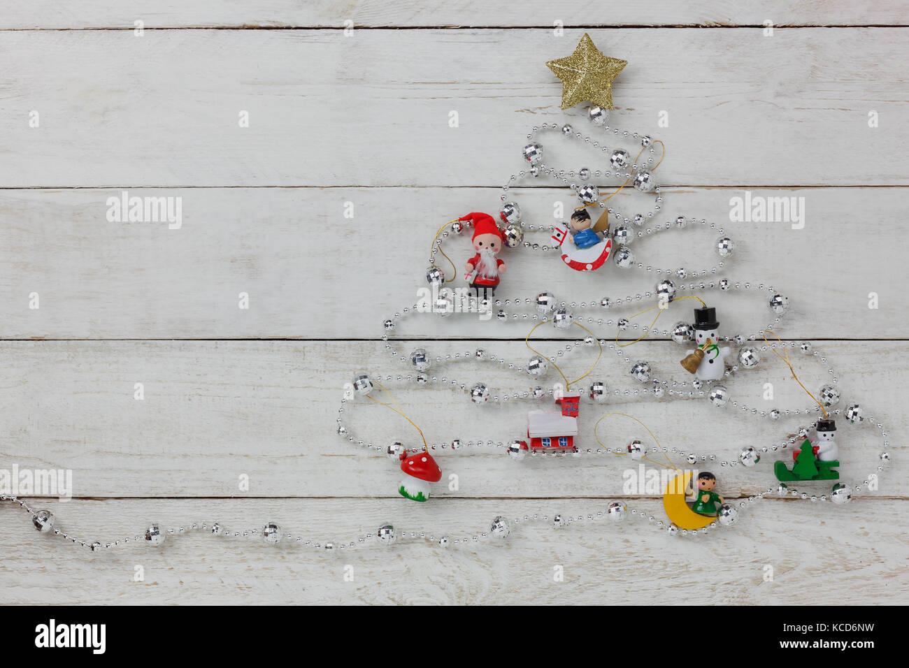 Luftaufnahme von frohe Weihnachten Baum mit Dekorationen Konzept ...
