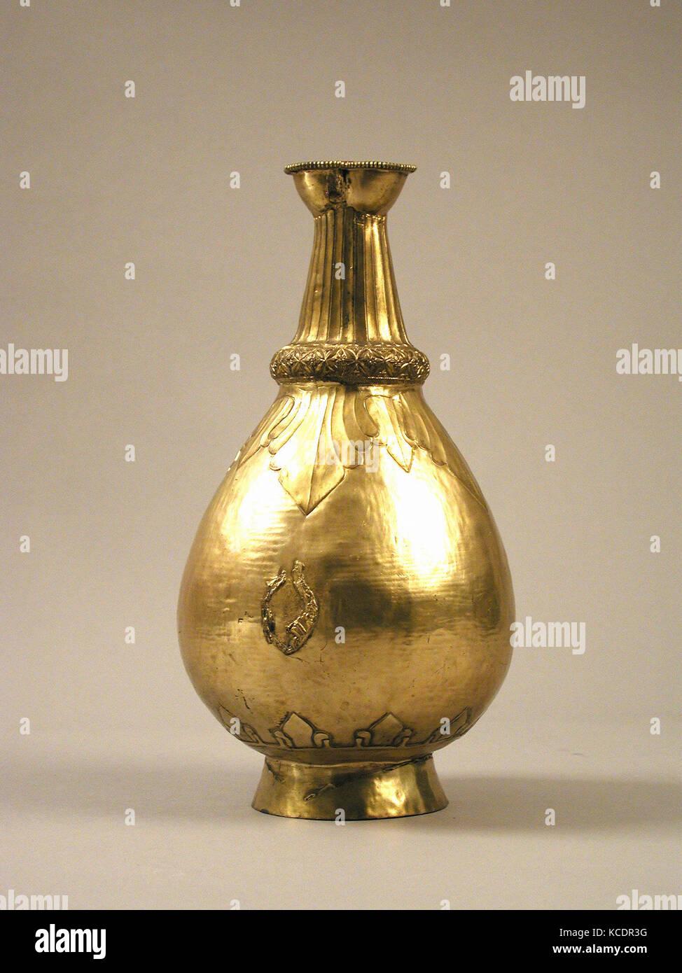 Flasche, 19. Jahrhundert, Skythen, vergoldet, Gesamt: 14 5/16 x 7 5/8 in. (36,3 x 19,4 cm), Reproduktionen - metallarbeiten Stockbild